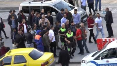 Kendisine ceza kesen trafik polisine mukavemette bulunan taksici gözaltına alındı