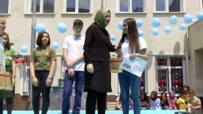 Bakan Kaya, mezun olduğu okulda karne dağıttı - İSTANBUL