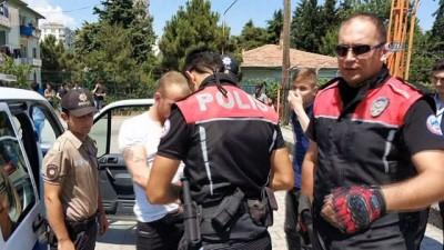 Karne günü okul bahçesindeki bıçaklanmayı polis önledi