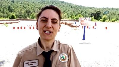 188 orman muhafaza memurunun 3'ü kadın...Erkek meslektaşlarının arasında hedefi 12'den vuruyor