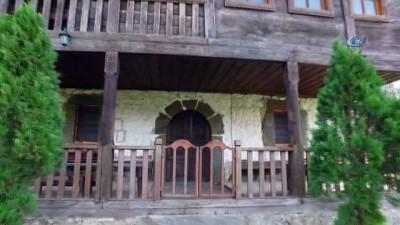 Akçakoca'nın tarihi ve görkemli camileri göz kamaştırıyor