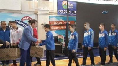 Bakan Demircan, İlkadım Yaz Spor Okulları'nın açılışına katıldı
