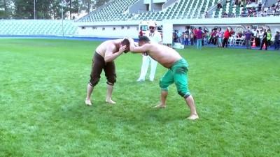 Amasya'da geleneksel karakucak güreşleri