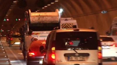 grup genc -  Asker uğurlamasındaki gençler tüneli trafiğe kapattı