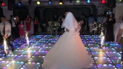Sosyal medyada başlayan aşk, 9 bin kilometrelik yolculuğun ardından evlilikle noktalandı