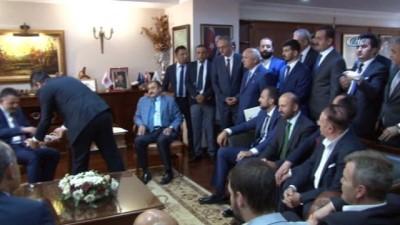 Veysel Eroğlu görevi Tarım ve Orman Bakanı Bekir Pakdemirli'ye devretti