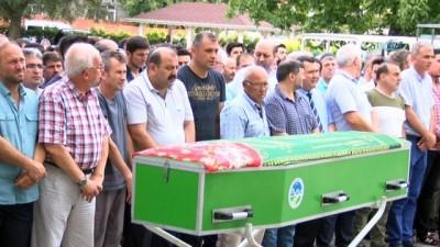 Midesine kelepçe taktıran 23 yaşındaki avukat hayatını kaybetti