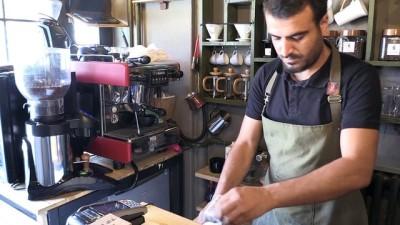 Özel tasarım bisikletle kahveyi müşterinin ayağına götürüyor - ESKİŞEHİR