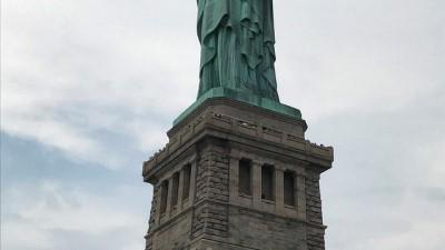 politika - ABD: Göçmen politikalarını Özgürlük Anıtı'na tırmanarak prostesto etti