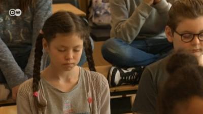 Brüksel'de ilkokul öğrencilerine meditasyon kursu