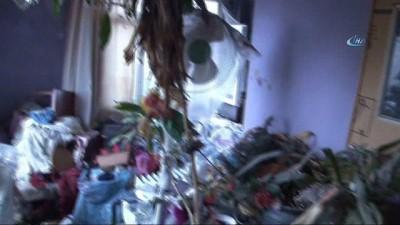 Cihangir'de çöp ev bulundu, evden 8 ton çöp çıktı