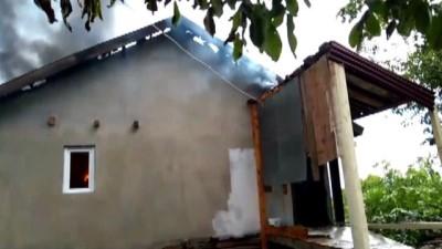 Köyde çıkan yangında üç ev kullanılamaz hale geldi - KARABÜK