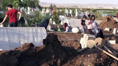 misir tarlasi - Sulama kanalında boğulan iki kardeşin cenazesi toprağa verildi - BATMAN