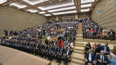 Cumhurbaşkanı Recep Tayyip Erdoğan TBMM Başkanı Binali Yıldırım'a Devlet Şeref Madalyası taktı