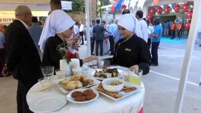 Mülteci kadınların yemekleri görücüye çıktı