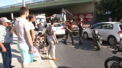 Şişli'de motosiklet sürücüsü otomobillere çarparak durabildi: 2 yaralı