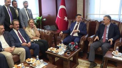 Bakan Pakdemirli İzmir Valiliği'ni ziyaret etti