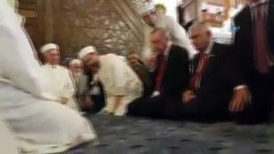 Cumhurbaşkanı Erdoğan, Hacı Bayram Camii'nde Kur'an-ı Kerim okudu