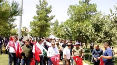 terorle mucadele - Eruhlu vatandaşlardan Türk bayraklarıyla Şehitlik Anıtı'na ziyaret - SİİRT