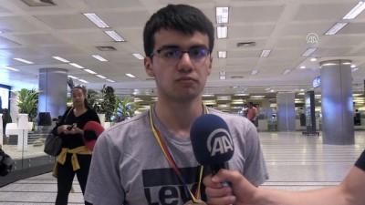 lise ogrenci - Olimpiyatlarda madalya alan 'dahiler' yurda döndü - İSTANBUL