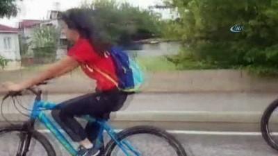 Şanlı Türk Bayrağı bisikletli kadınlar tarafından Erzincan'a getirildi