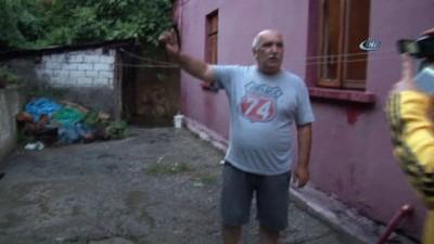 Zonguldak'ta şiddetli yağmur... Hazırlıksız yakalananlar çareyi bina girişlerine saklanmakta buldu