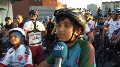 Başkan Murat Aydın, makam arabası yerine bisiklete biniyor