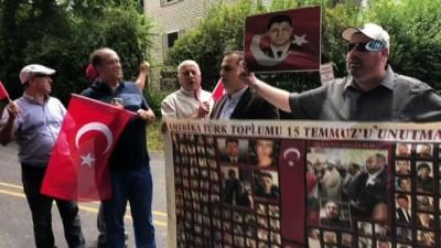 - FETÖ elebaşı 15 Temmuz'da malikânesinin önünde protesto edildi