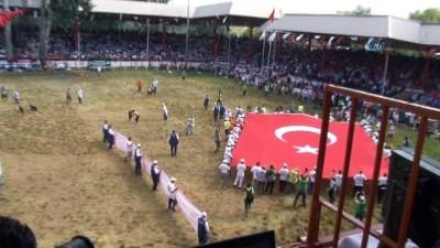 gures - Kırkpınar'da dev Türk bayrağı açıldı