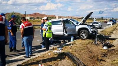 Otomobil bariyerlere çarptı : 1 ölü, 2 yaralı