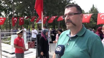 Şehit Halisdemir'in kabrinde ziyaretçi yoğunluğu - NİĞDE