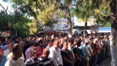 Trafik kazası kurbanı gençler gözyaşları arasında toprağa verildi