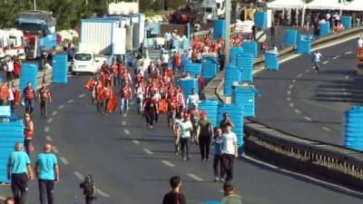 Vatandaşlar miting alanına koşarak girdi
