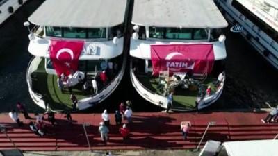 Vatandaşların teknelerle 15 Temmuz Şehitler Köprüsü'ne akını havadan görüntülendi