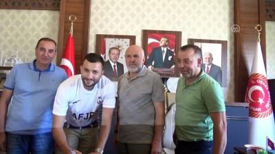 Afjet Afyonspor Arnavut stoper Arapi'yi transfer etti - AFYONKARAHİSAR