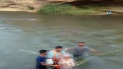 Piknikçiler yükselen çay suyunda mahsur kaldı