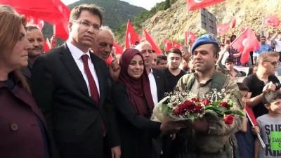 PKK'nın sözde Karadeniz sorumlusunu etkisiz hale getiren jandarma timine coşkulu karşılama - GÜMÜŞHANE