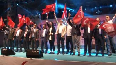 """Samsun Valisi Osman Kaymak: """"Teröristlere atamadıkları bombaları masum insanların üzerine attılar"""""""