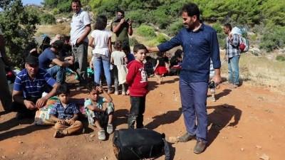 Türkiye'ye kaçak yollardan girmeye çalışan mültecilerin teknesi su alınca yakalandı