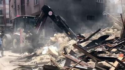 polis - 2 katlı metruk bina çöktü (2) - MERSİN