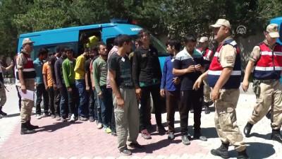 jandarma - 33 kaçak göçmen yakalandı - ERZİNCAN