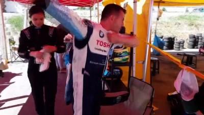 53 yaşındaki milli sporcu, kızıyla aynı pistte yarışıyor - UŞAK