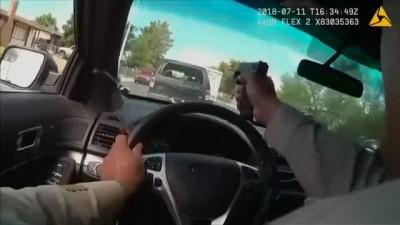 polis - ABD'de polis kaçan şüphelileri aracının ön camından ateş ederek durdurdu