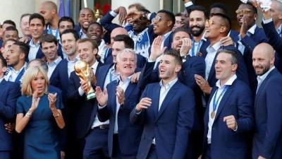 Dünya Kupası şampiyonu Fransa'ya Paris'te coşkulu karşılama