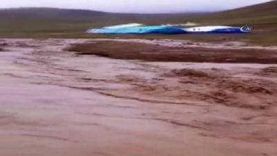 Erzincan'da 12 saatlik yağış nedeniyle çobanlar mahsur kaldı