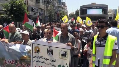 Filistinliler İsrail'in 'vergi' yasasını protesto etti - RAMALLAH