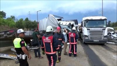 jandarma - Karşı şeride geçen tır kamyonla çarpıştı - İSTANBUL