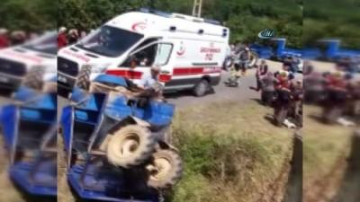 Tarım aracı devrildi, 6 kişi yaralandı