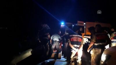 Bariyerlere çarpan otomobil alev aldı: 3 ölü - SAMSUN