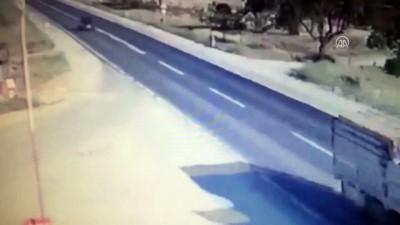 Hafif ticari araç ile minibüs çarpıştı: 1 ölü, 3 yaralı - GAZİANTEP